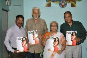 नवरंग रुपेरी च्या अंकाचे प्रकाशन करतांना लीला गांधी , सोबत विजय न्यायाधीश व धनंजय कुलकर्णी
