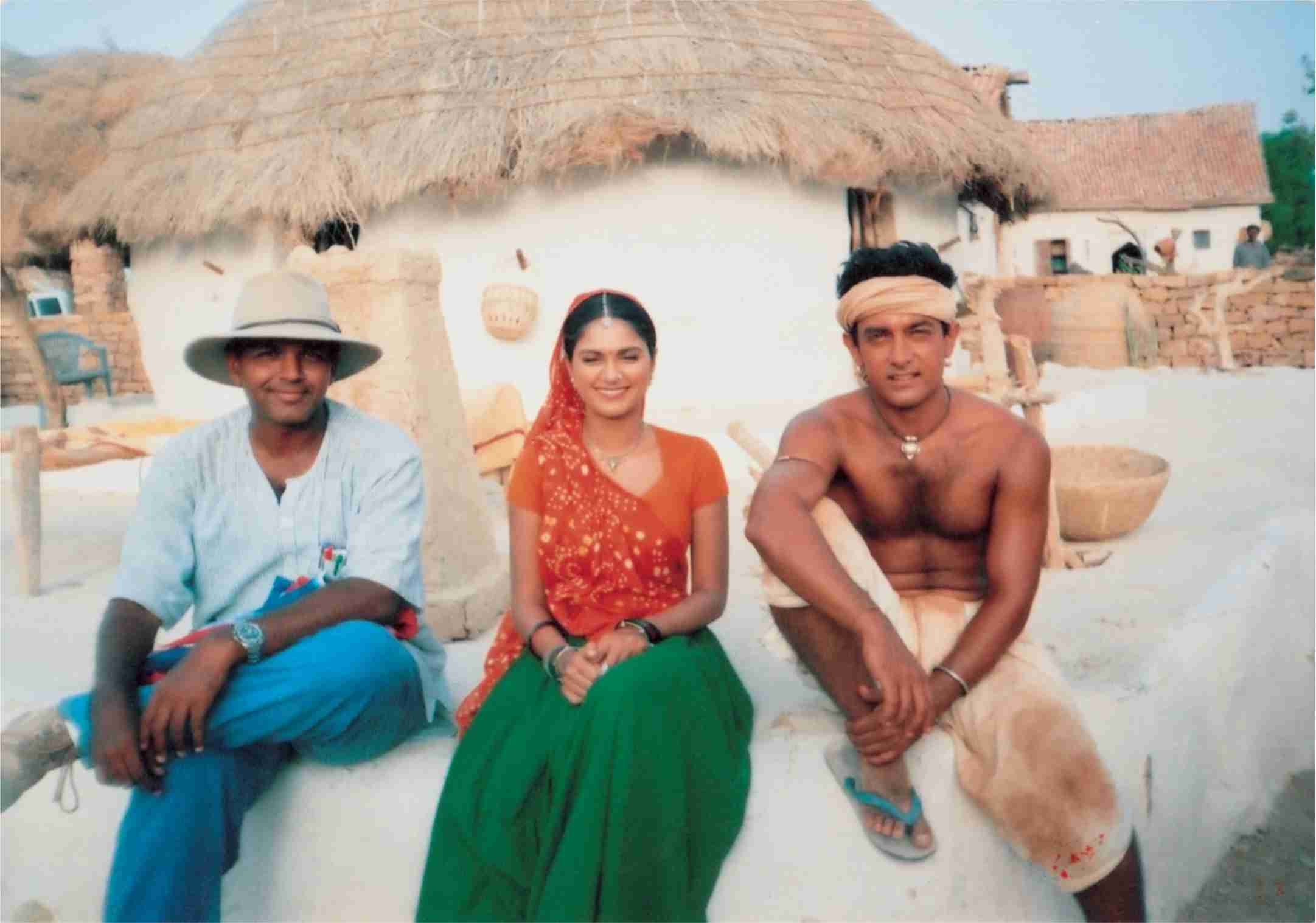 Aamir Khan and Gracy Singh on the sets of Lagaan